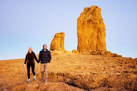 Couple-hiking-holdin-hands-img2